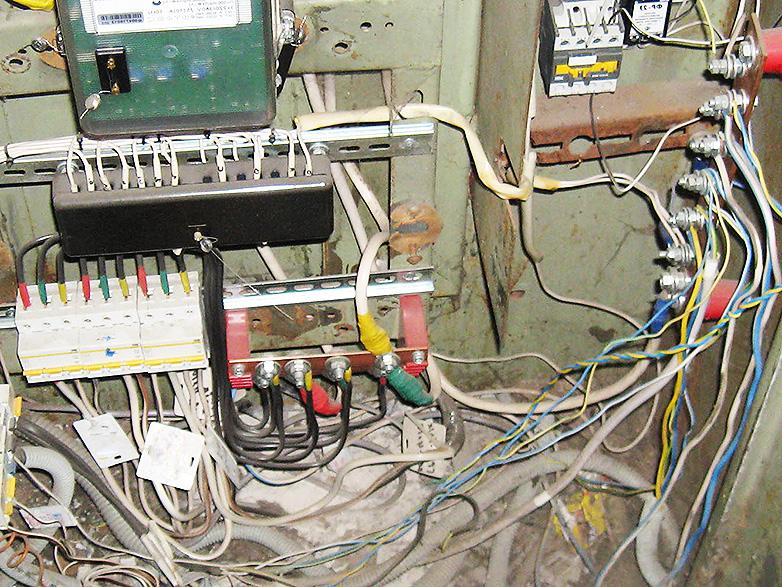 Фото поиска утечек электроэнергии в многоквартирном доме